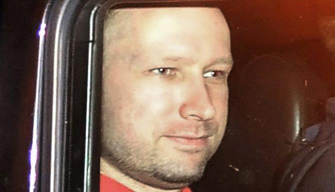 Anders-Breivik-salida-juzgados